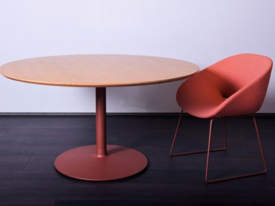 Artifort circle eettafel